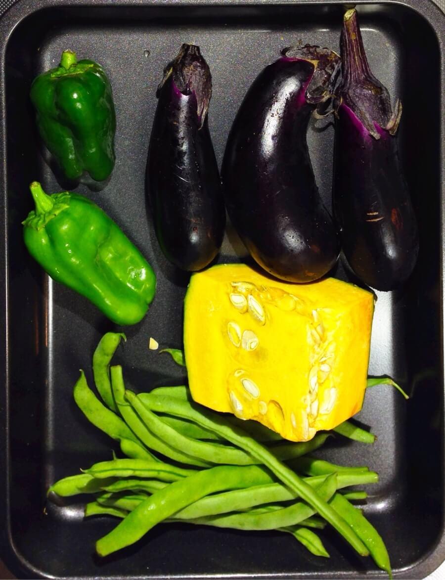 明日から由布院だけど冷蔵庫に野菜が沢山。よし。干そう。