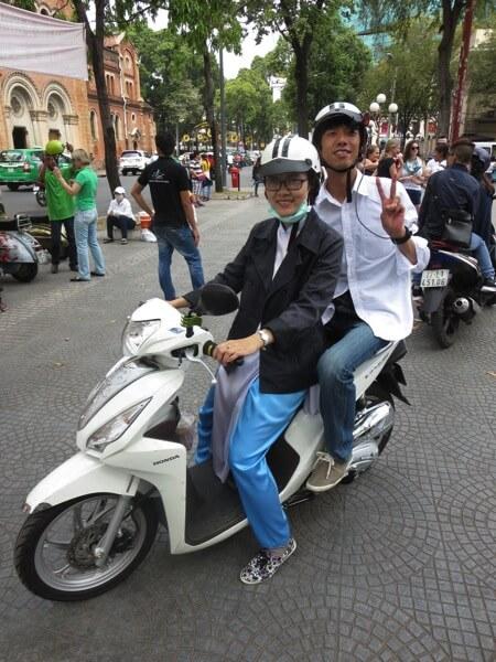 XO Tours 〜 ホーチミンのバイクツアーはアオザイ嬢と二人乗り!ディープな観光地もまわってくれるぞ