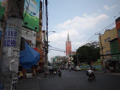 タンディン教会 市場から見えた派手な建物 行ってみたら教会だった