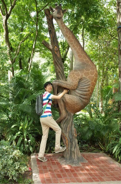 サイゴン動物公園のキリンのオブジェ