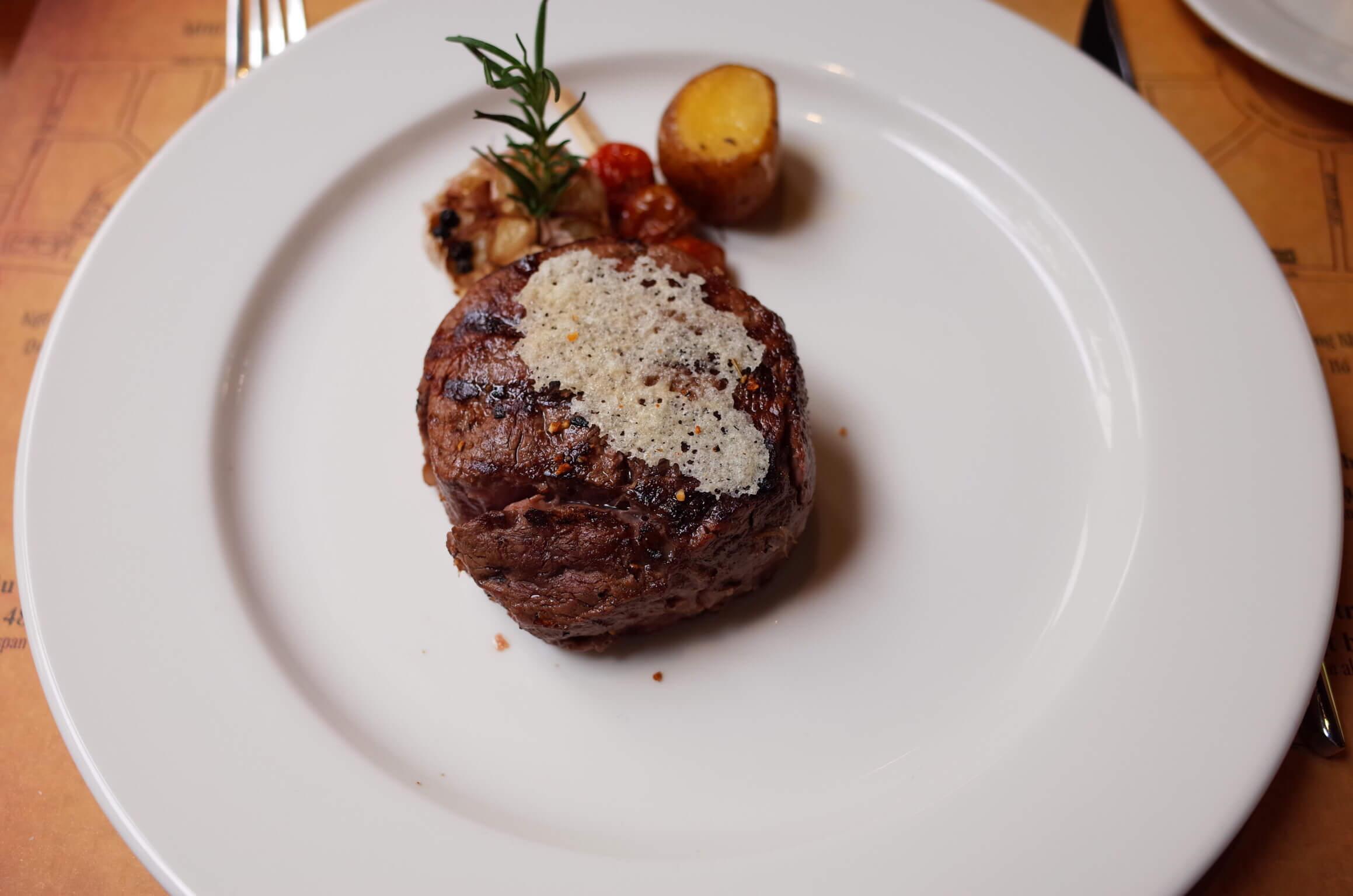 MOO BEEF STEAK 上質なステーキを味わうならこの店!ドンコイ通り