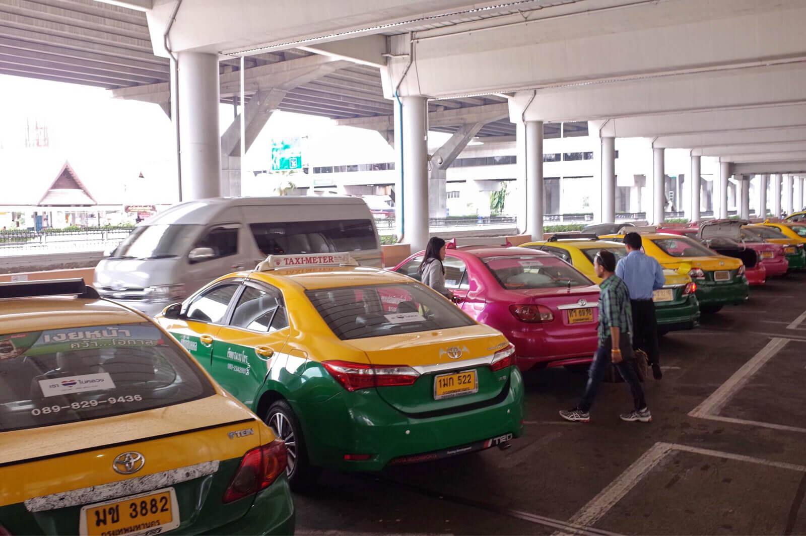 ドンムアン空港【安全なタクシーの乗り方】バンコク市内へぼったくりに合わずに移動