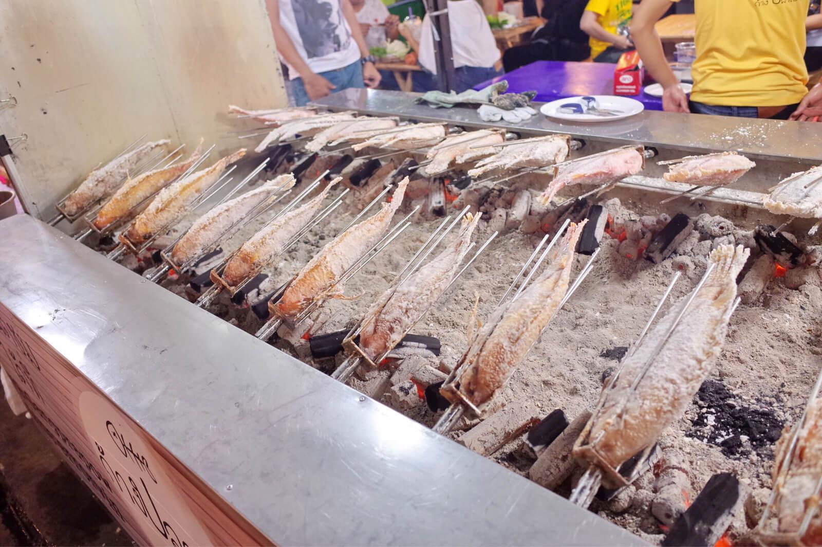 タラートロッファイ・ラチャダー 魚
