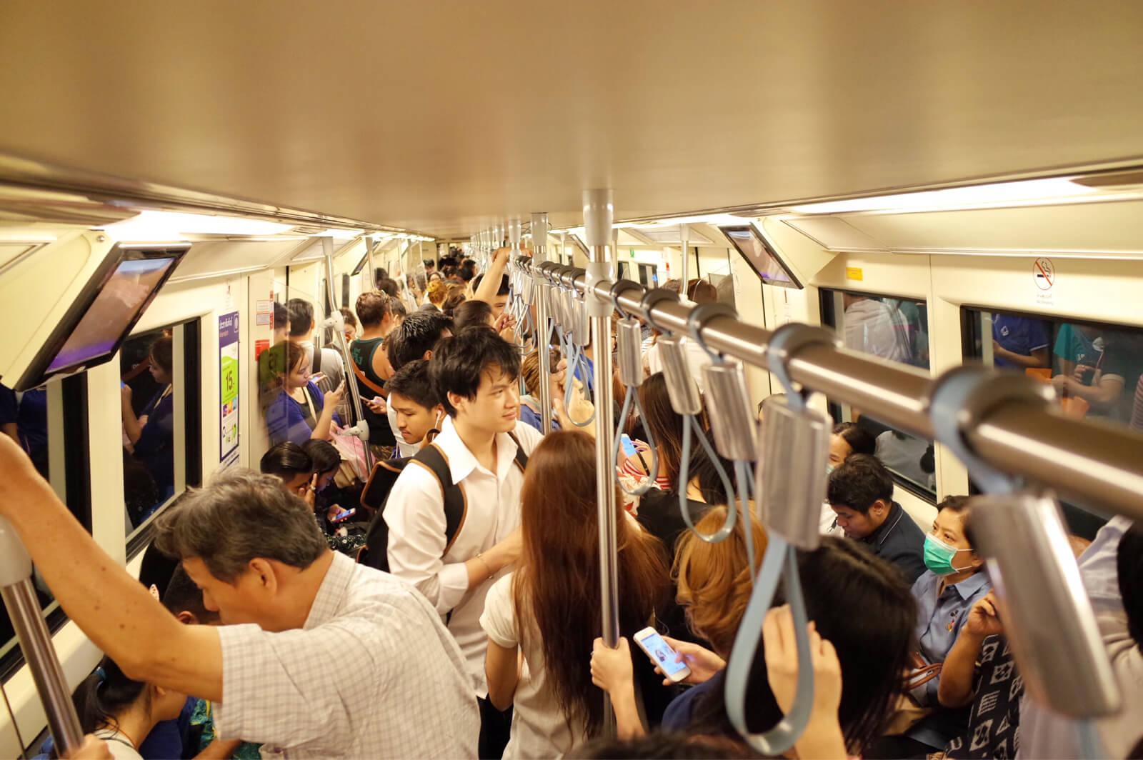 MRT 車内