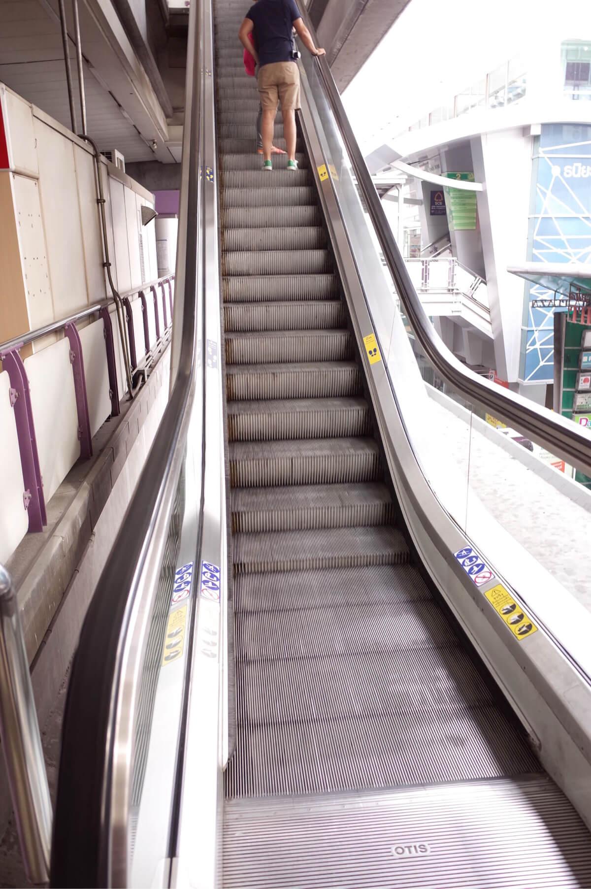 BTS サラデーン駅 エスカレーター