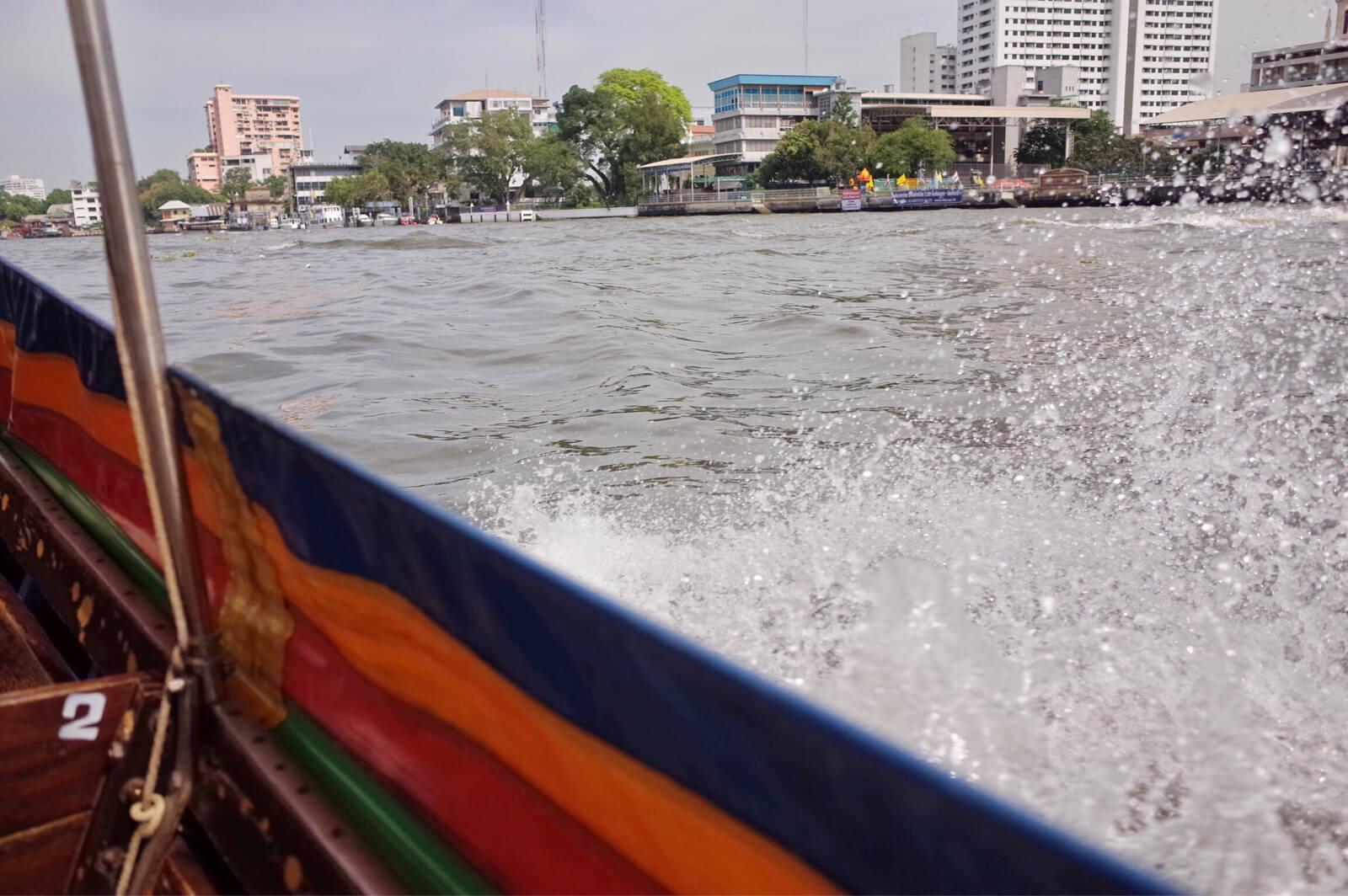 チャオプラヤー河 ボートツアー 高速