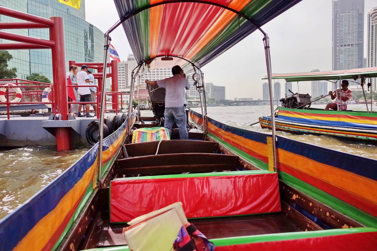 チャオプラヤー河 ボートツアー 操縦士