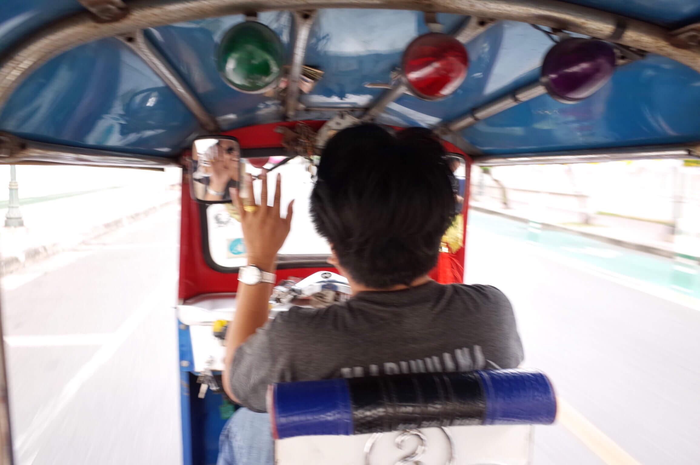 バンコクに行ったらトゥクトゥクに乗ろう!日本じゃ乗れない超エキサイティングマシーン