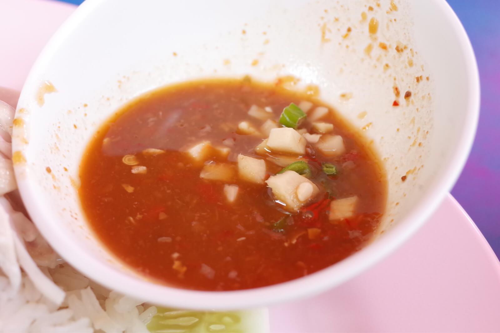 バンコク シーロム 朝食 カオマンガイ タレ
