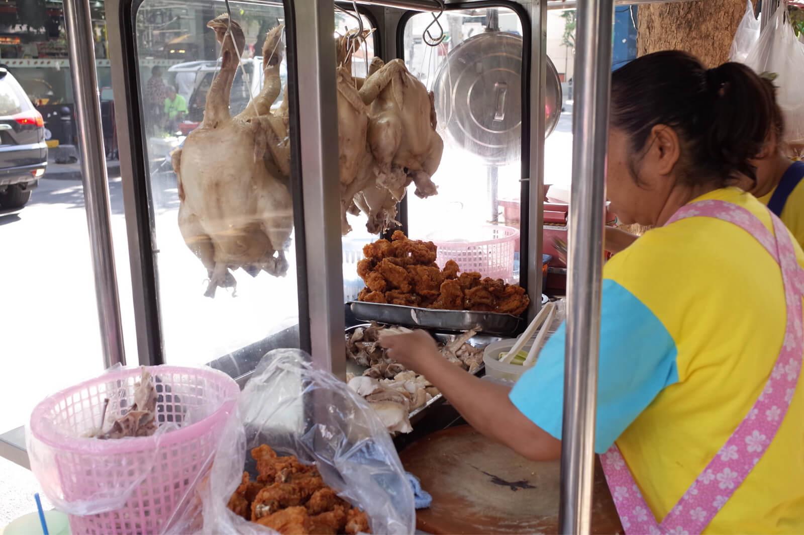 バンコク 朝食 サラデーン シーロム 蒸し鶏
