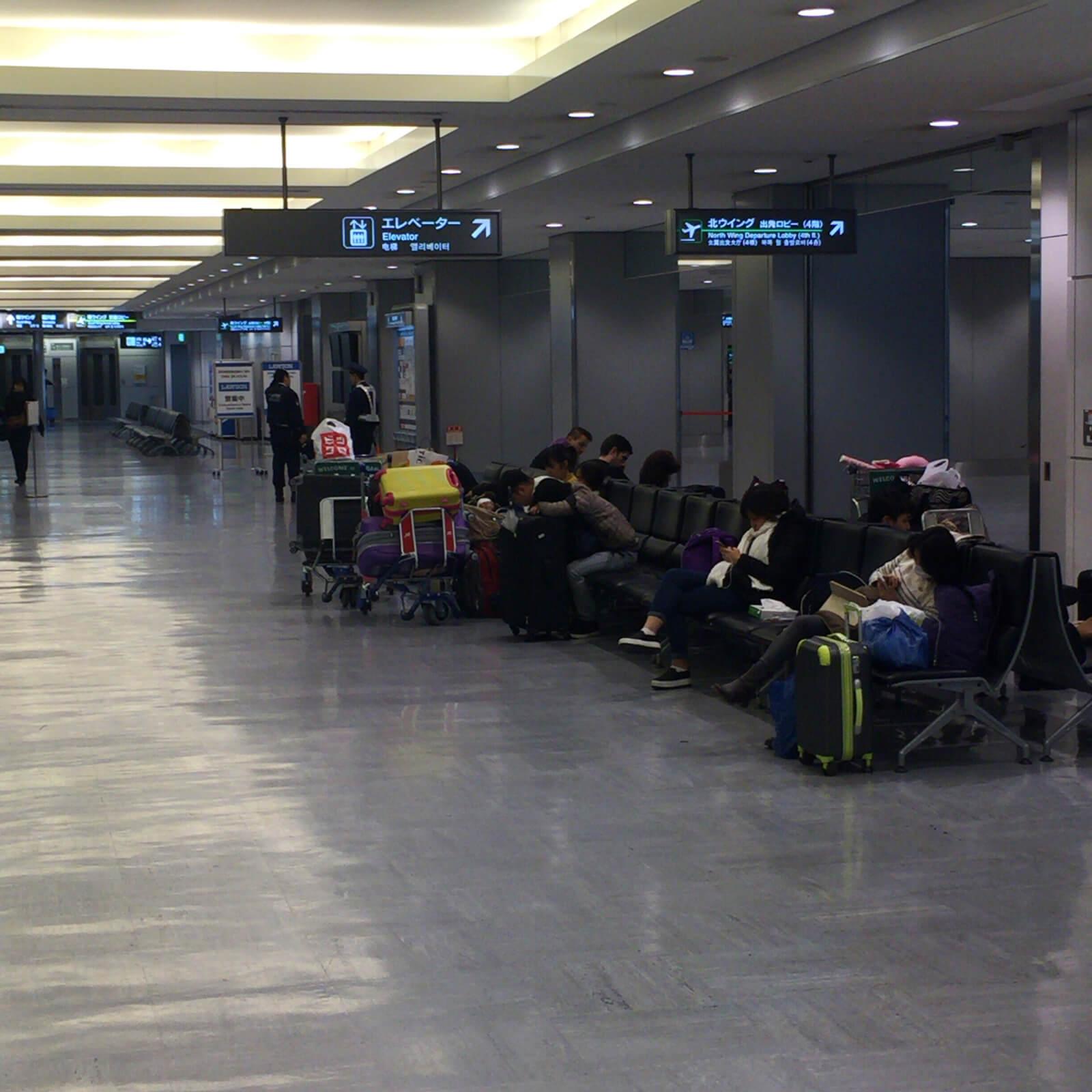 成田空港 第1ターミナル ソファ