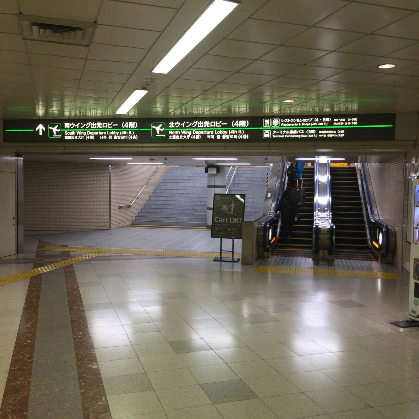 成田空港 第1ターミナル 夜中