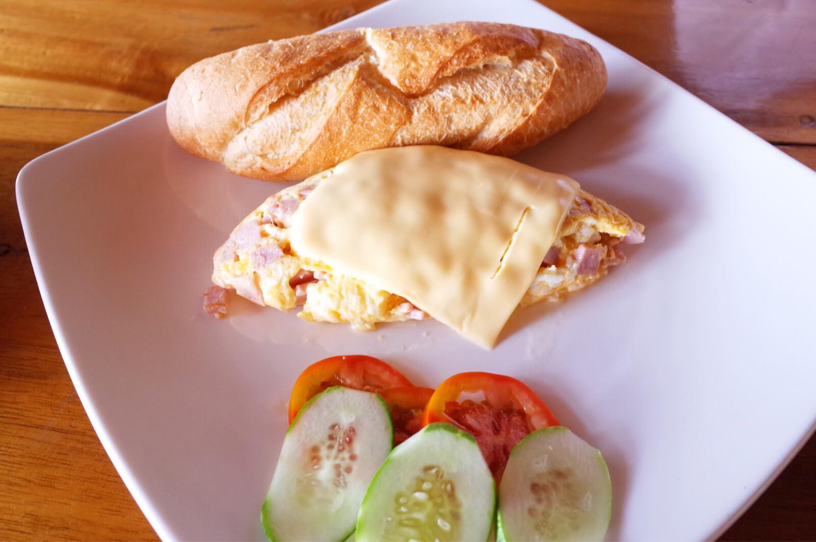 フーコック ワイルドビーチ リゾート 朝食 オムレツ