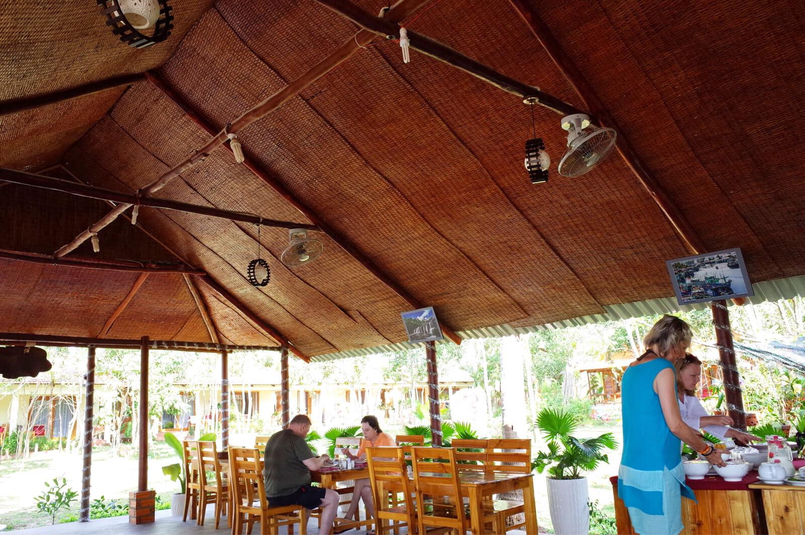 フーコック ワイルドビーチ リゾート 朝食 カフェ