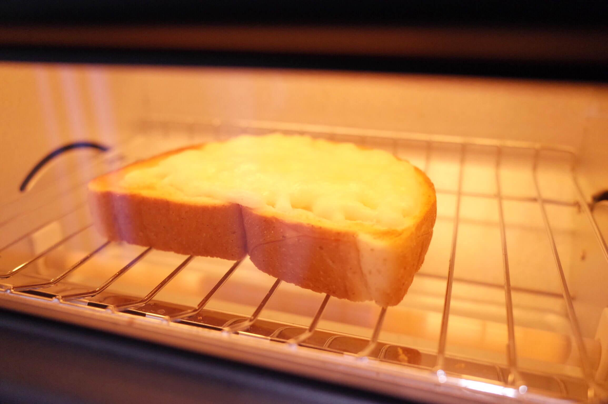 バルミューダ トースター | チーズトーストが香ばしくて旨すぎて、もうカロリーとかどうでもよくなる