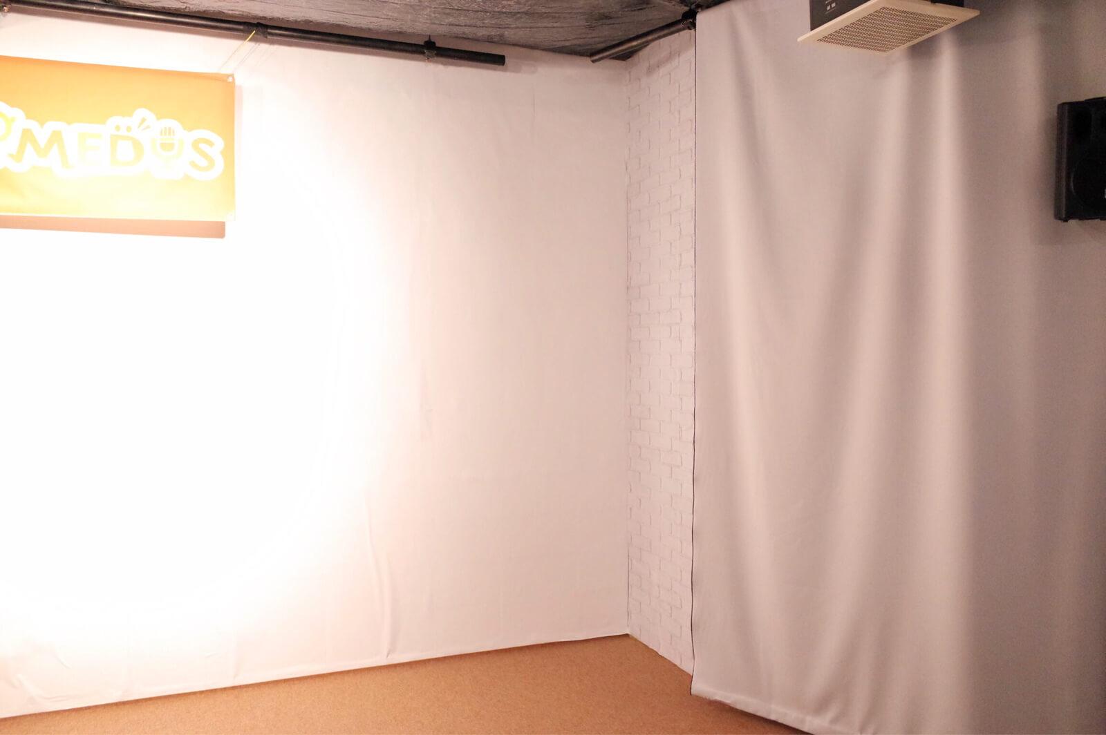 COMEDYS 壁