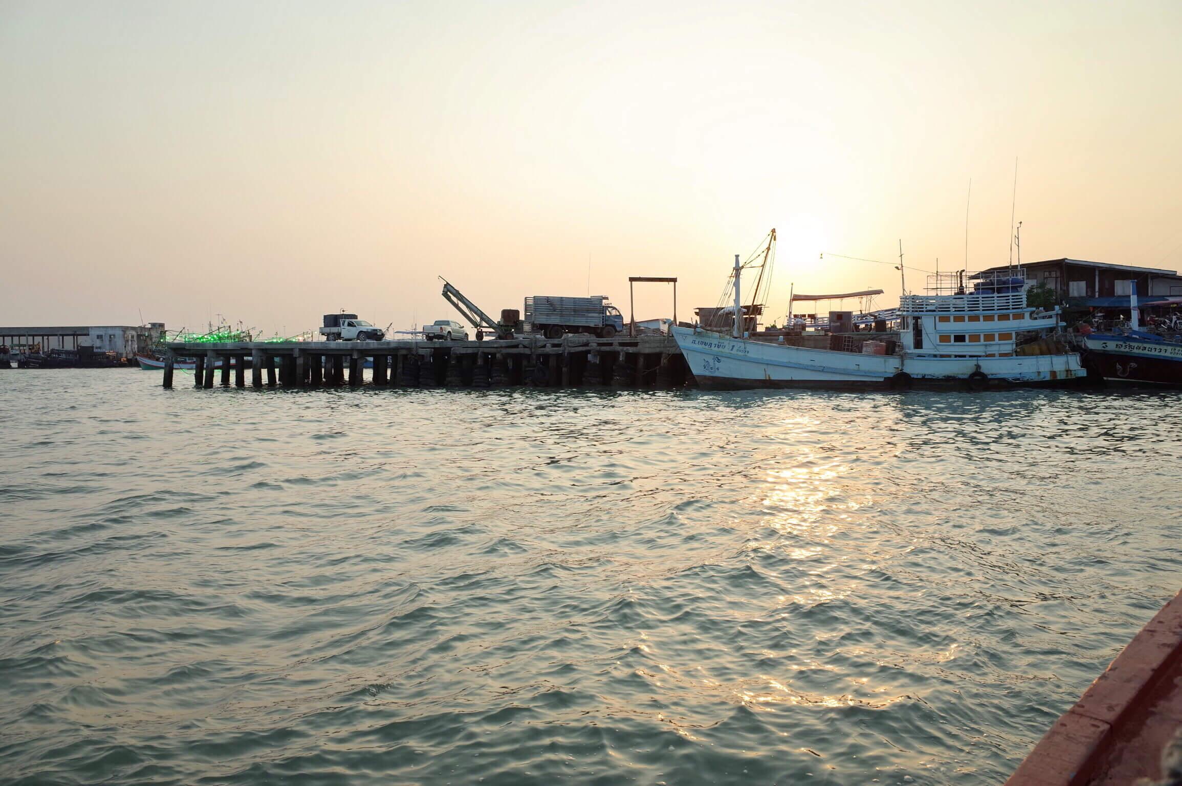 バンペー港からサメット島へ移動!船の時間を間違えると一時間くらい待つぞ!