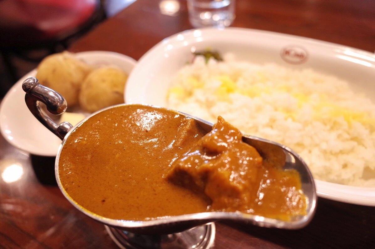 ボンディ 神保町本店/激選区の人気No.1老舗欧風カレー屋のビーフカレーは肉がゴロゴロ、トロトロで旨い!