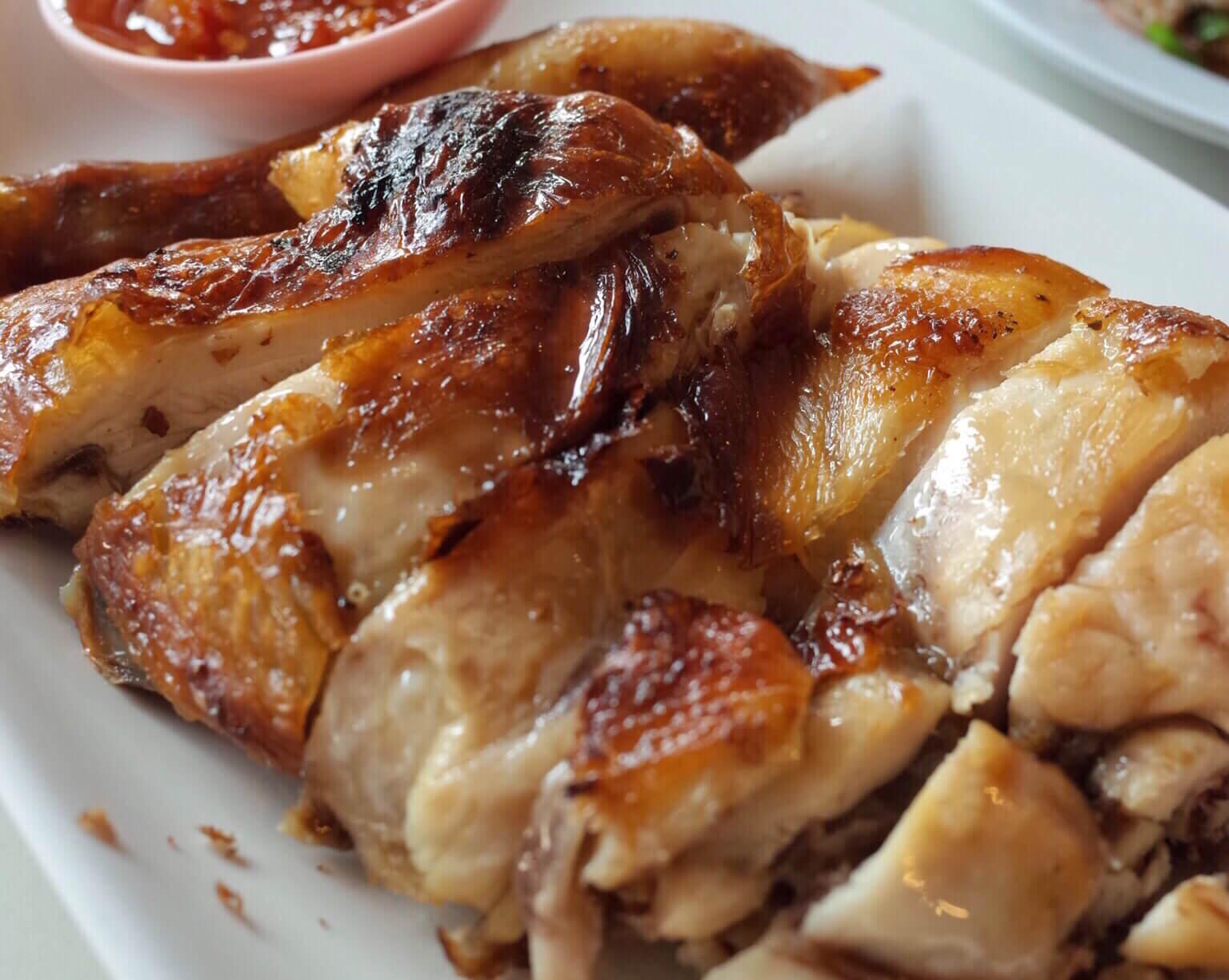 バンコクのグルメ旅行なら「ティダイサーン」のガイヤーンは必食 パリッとジューシー