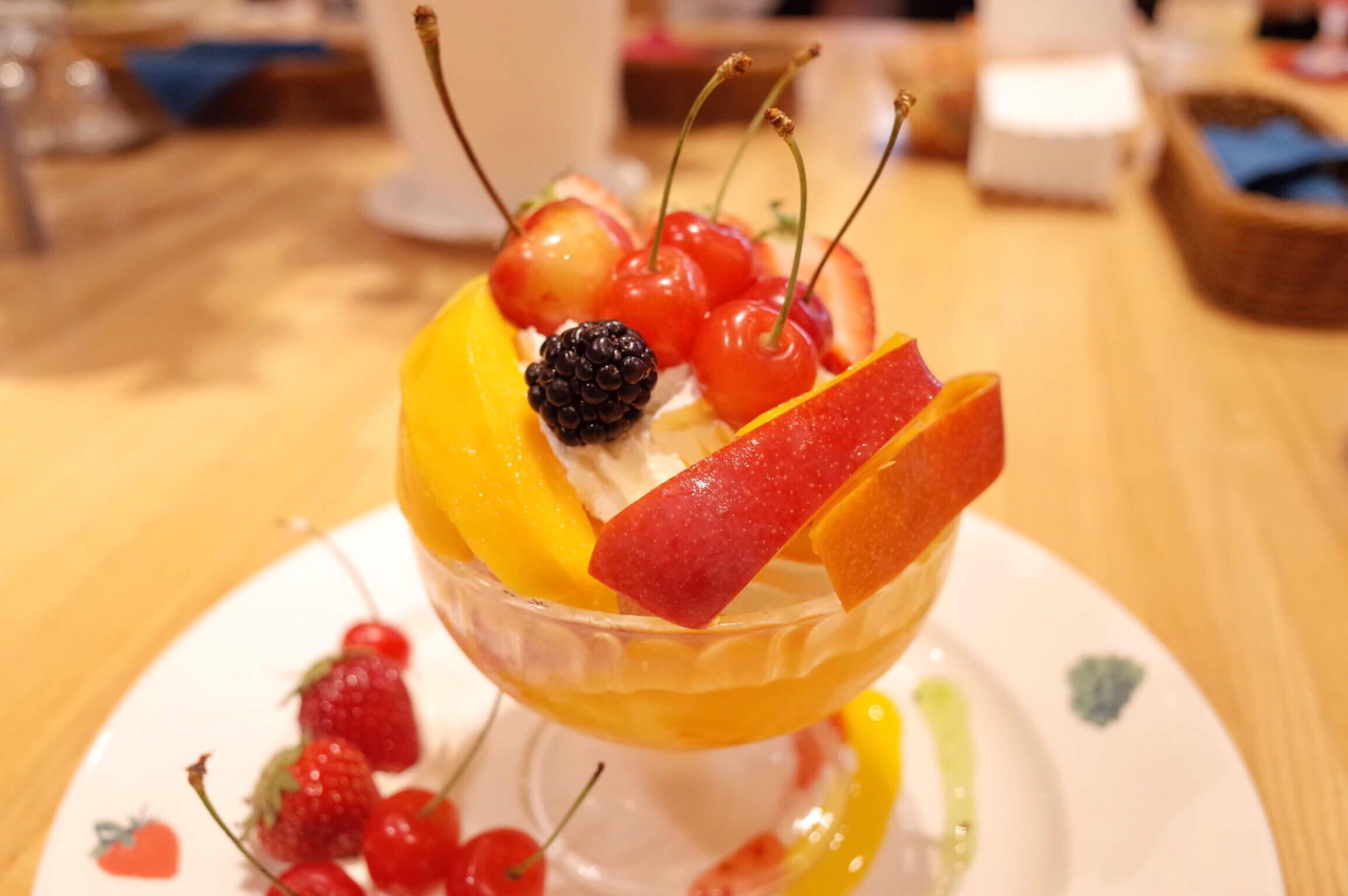 東京駅「果実園」のパフェは美味しい季節のフルーツが山盛り!早朝から夜までやってるのが魅力