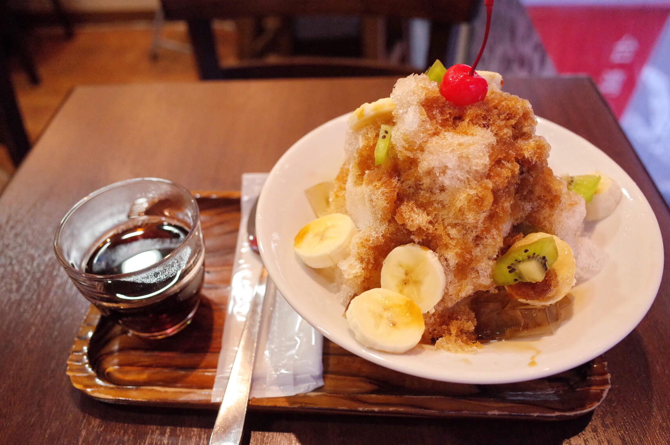 銀座 中国茶専門店「三徳堂」の台湾風かき氷が旨い!黒蜜たっぷりの「夏一蹴かき氷」を堪能