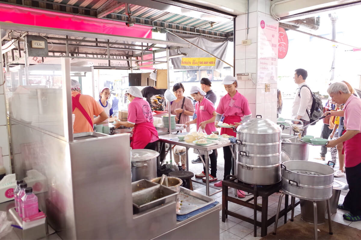 ラーン・ガイトーン・プラトゥーナム チットロム駅 カオマンガイ