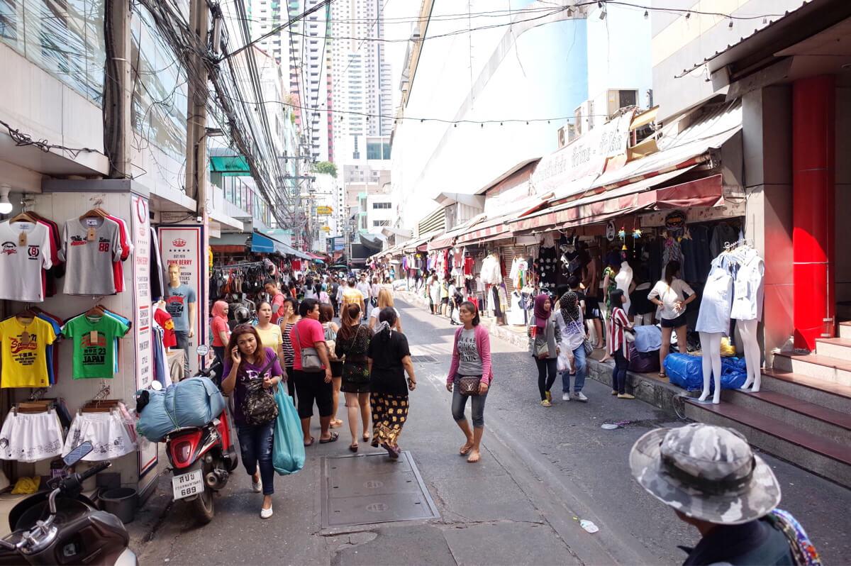 プラトゥーナム市場 〜 バンコクの卸市場はタイの服・小物が激安!日本から来るバイヤーも多数