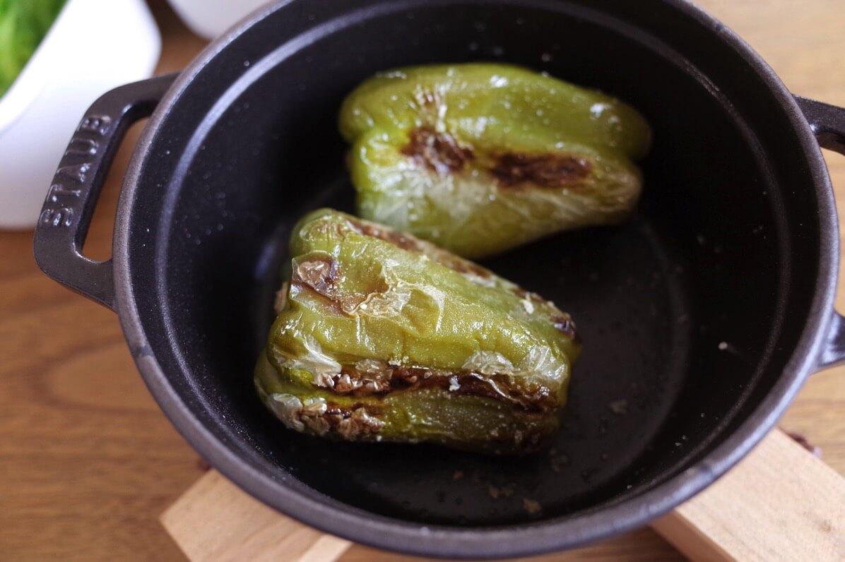 ストウブでピーマンを蒸し焼きにすると甘みが出てめちゃくちゃ旨い!レシピ不要なくらい簡単