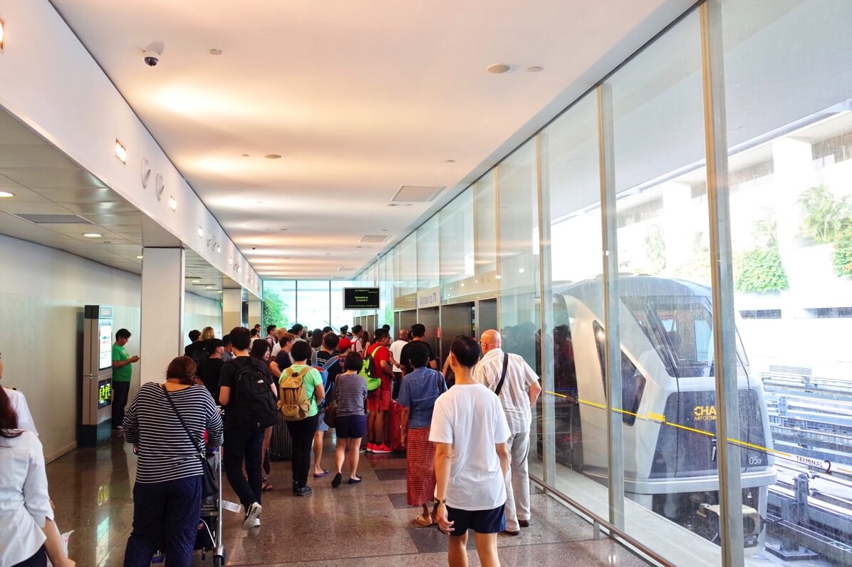 シンガポール チャンギ国際空港 〜 ターミナル間の移動はスカイトレインが簡単・無料【2016年9月シンガポール旅行記】