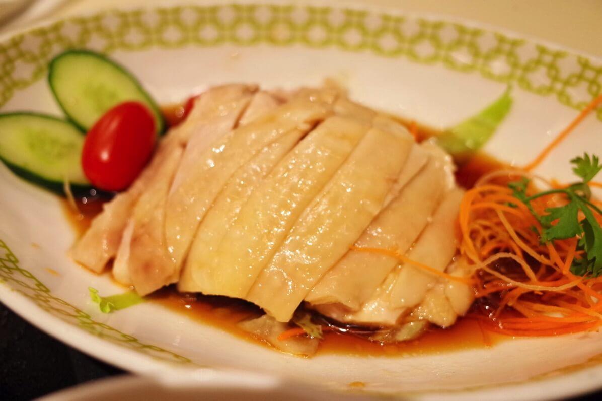 「チャターボックス」名物の高級チキンライスとラクサを堪能!マンダリンホテルに併設するシンガポールレストラン