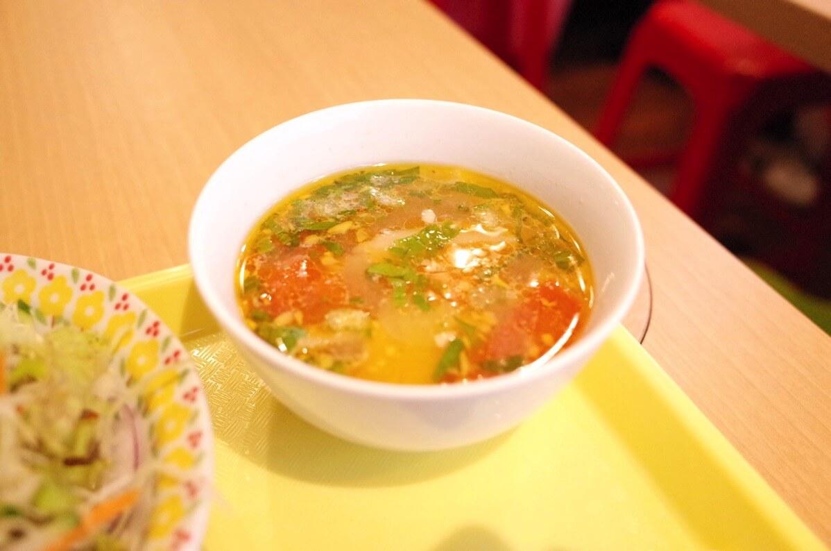 ベトナミング 新宿三丁目 トマトのスープ