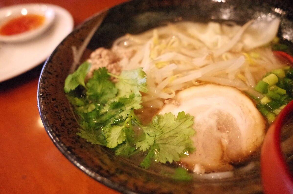 アジアン麺  西新宿5丁目 フォーアップ