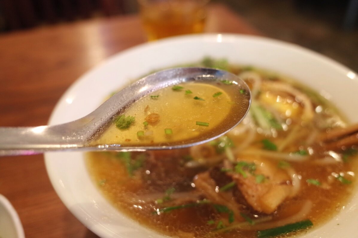 ビアホイチョップ 中野 豚角煮五香粉フォー スープ