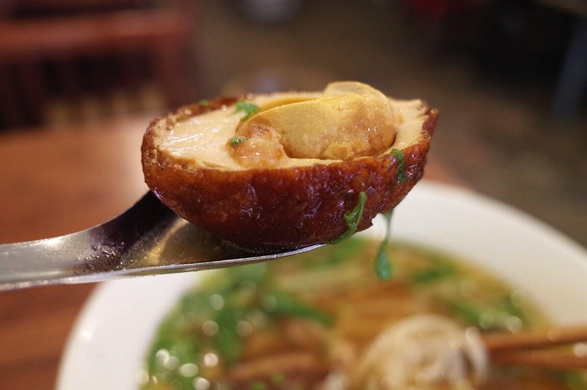 ビアホイチョップ 中野 豚角煮五香粉フォー 卵