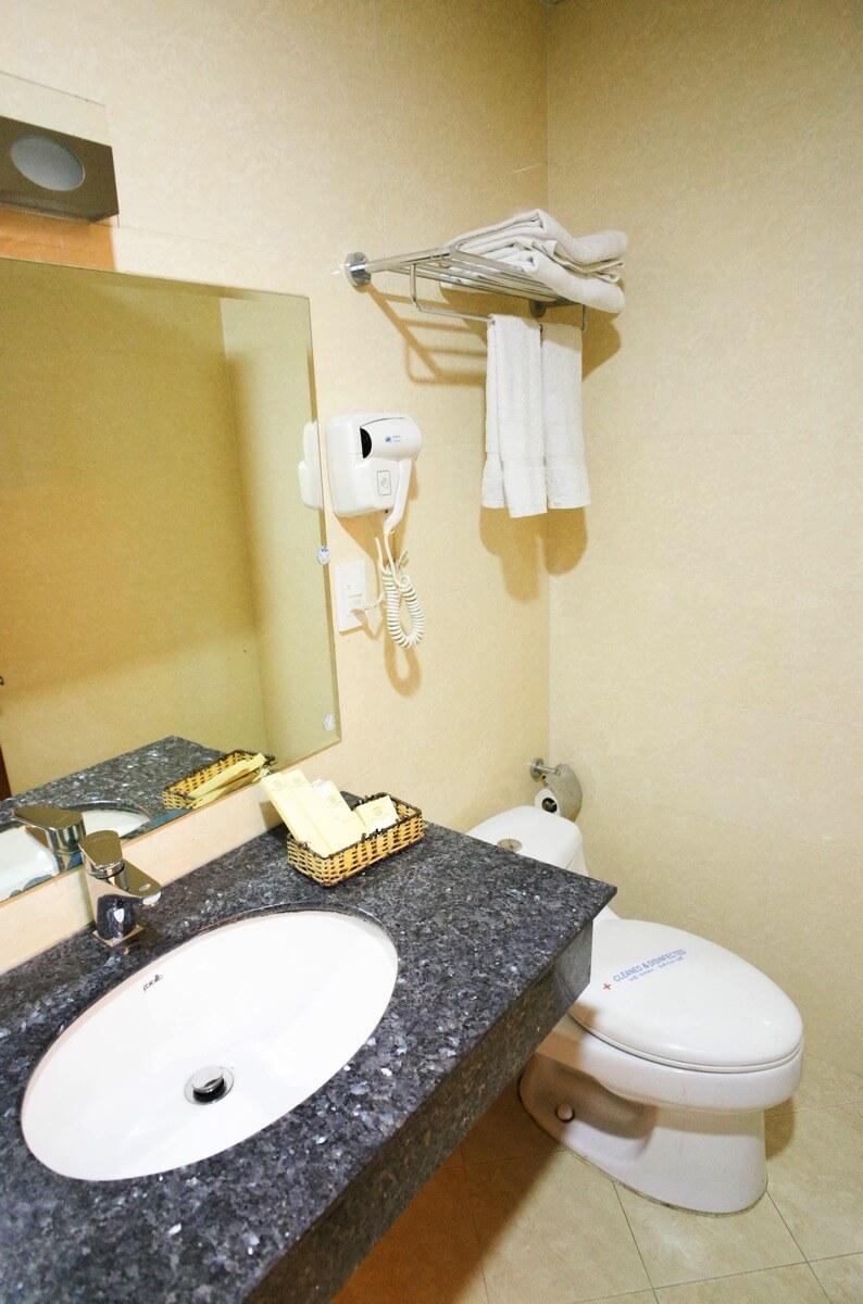 ホアン・プオン・ホテルの洗面所 トイレ