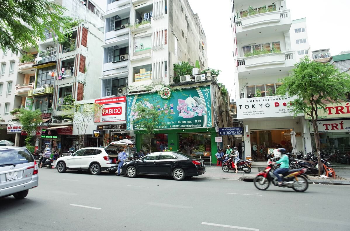 ホアン・プオン・ホテルの目の前のスーパー
