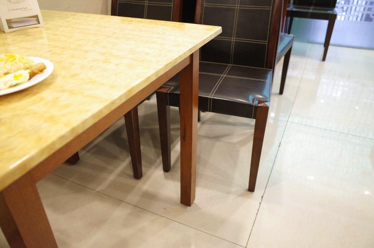 ホアン・プオン・ホテルの朝食テーブル