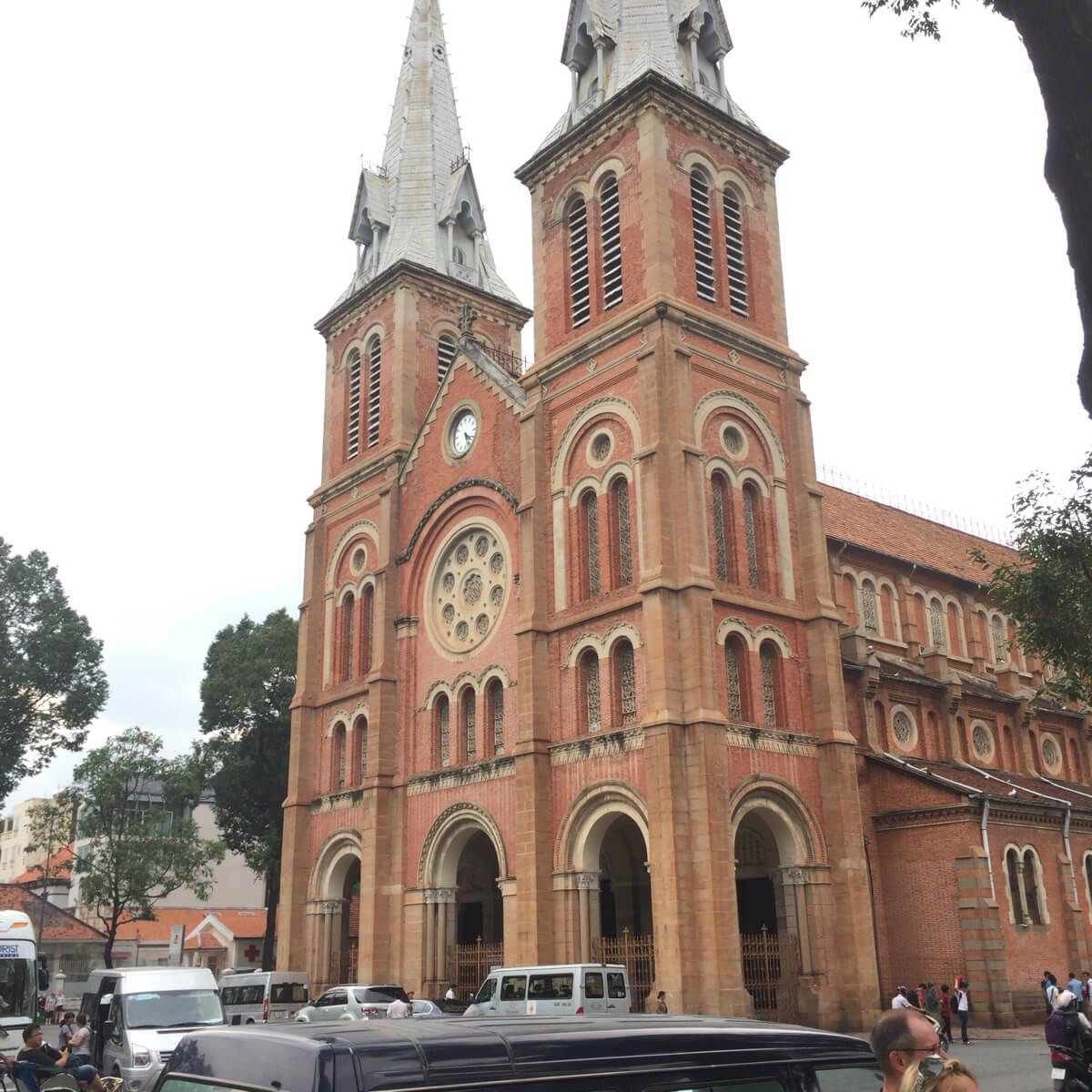 ホーチミン 聖マリア大聖堂