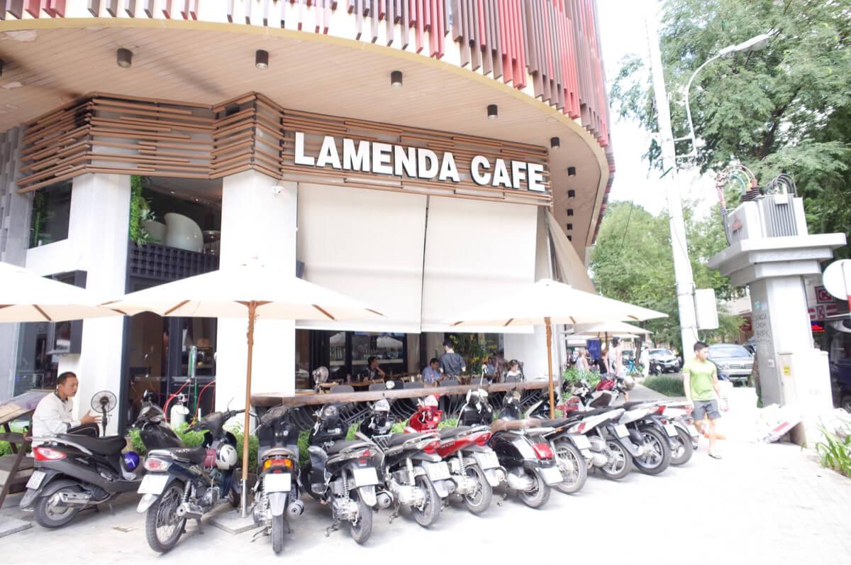 サンライズセントラルホテルの斜め前にあるカフェ