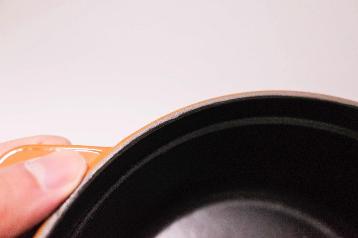 鍋本体のフチ