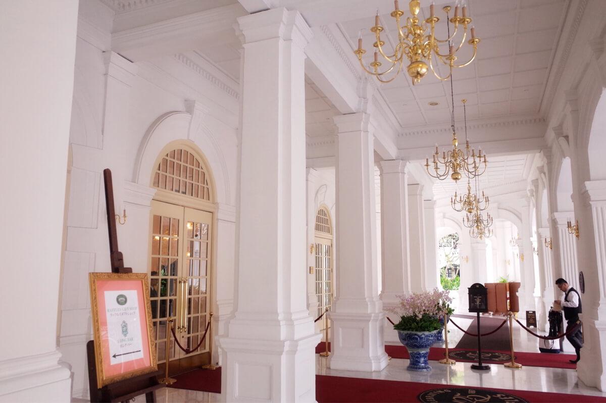 ラッフルズホテルの廊下