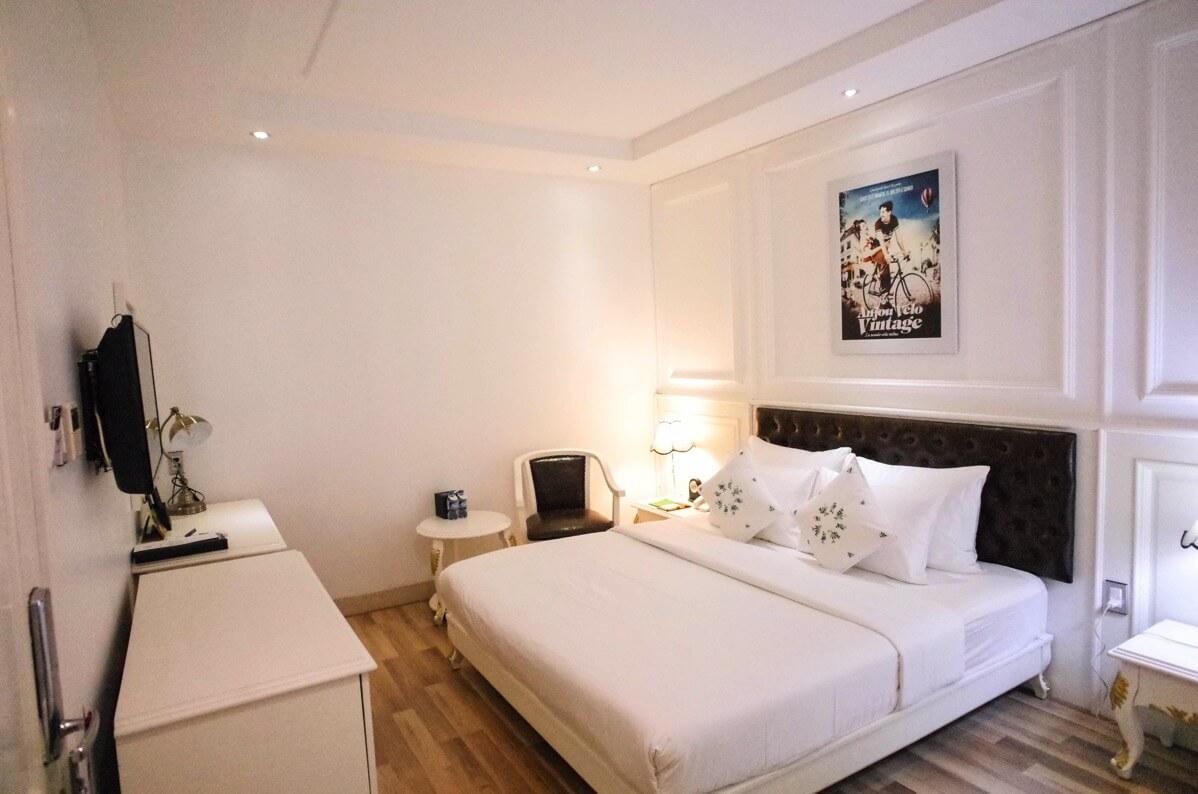 部屋 ベッド