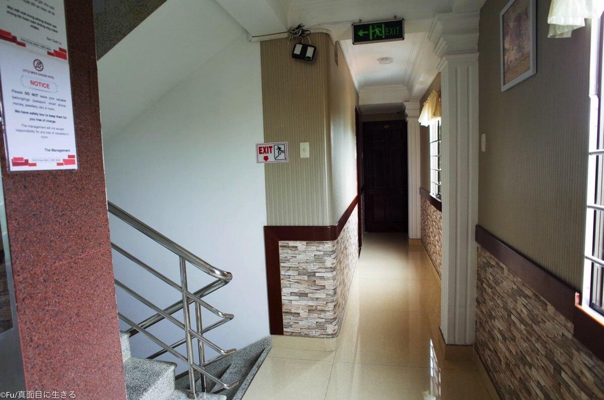 11階に上がる階段