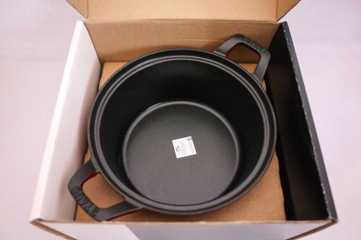 箱を開けて鍋本体を確認