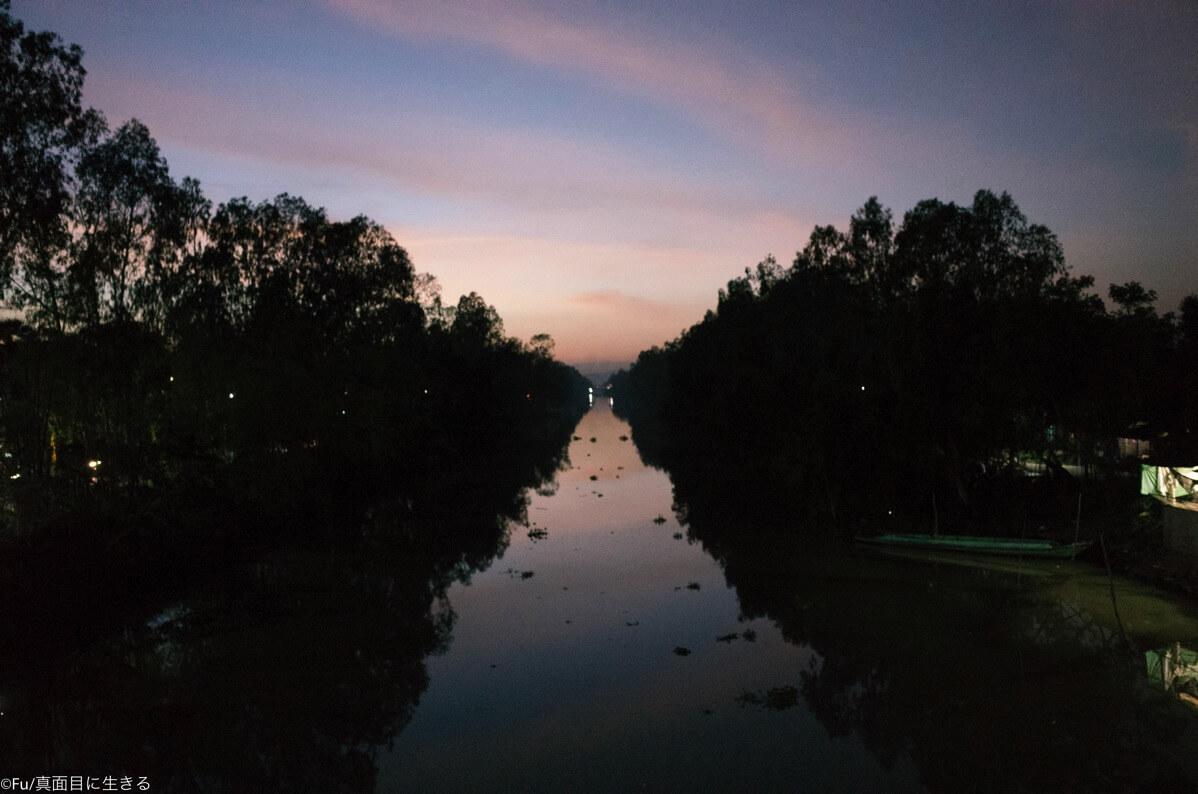 夕暮れ時のメコン川