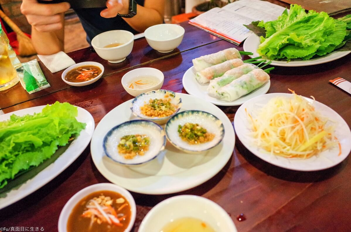 3人で食事の風景