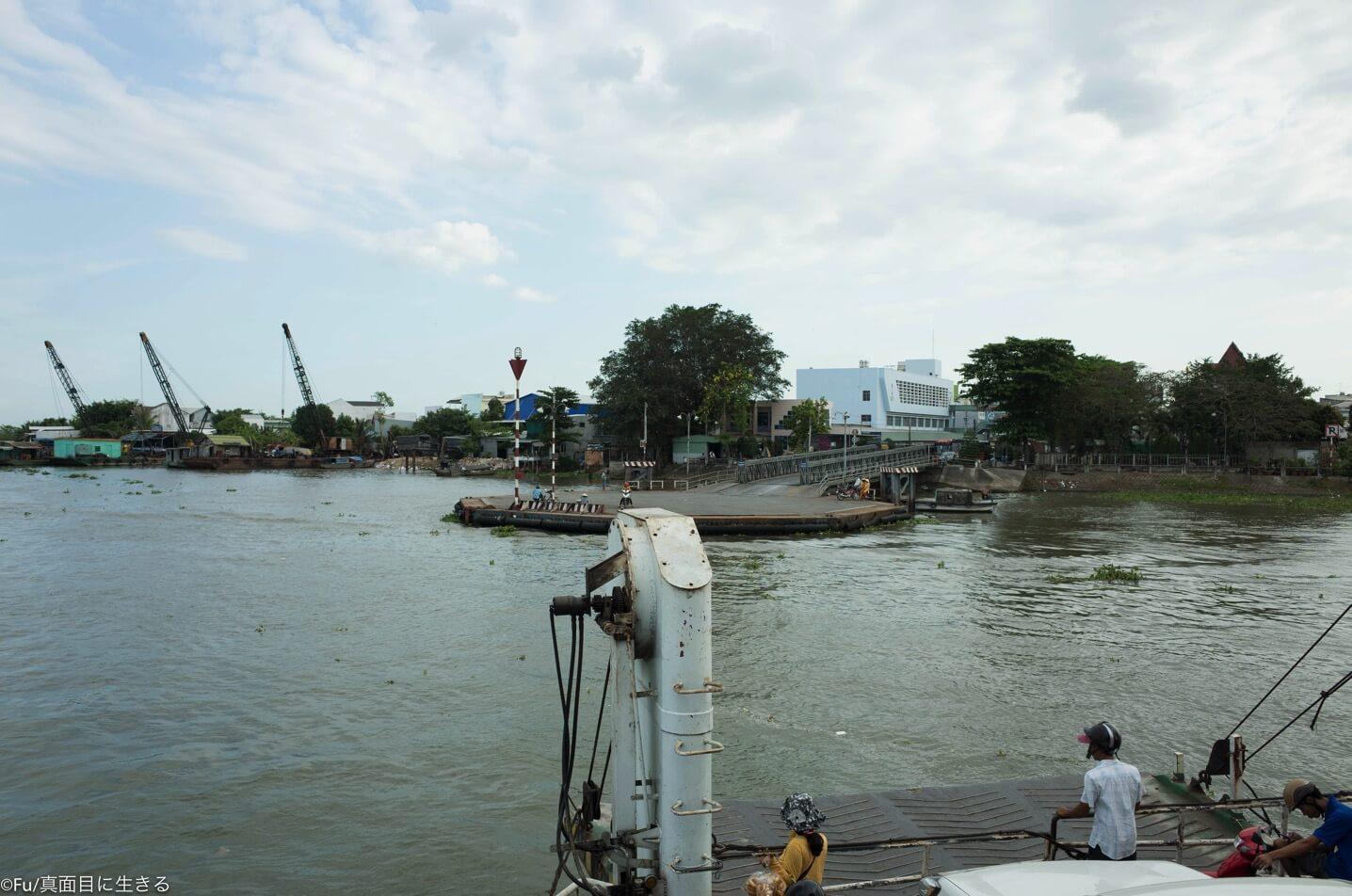 対岸の船着場