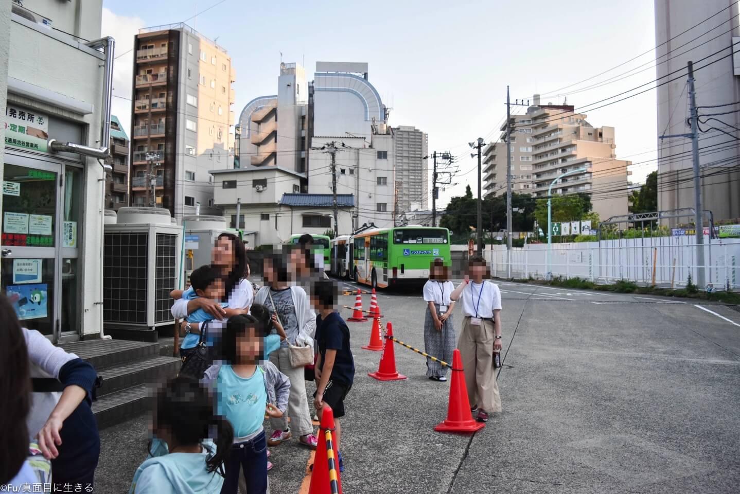 バスセンターまでつづく長蛇の列