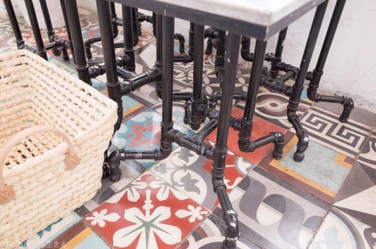 パイプで作ったテーブル