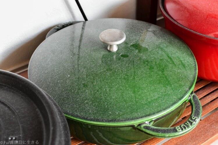 ストウブ鍋が汚れる原因はホコリ 使う前にしっかりと落とそう